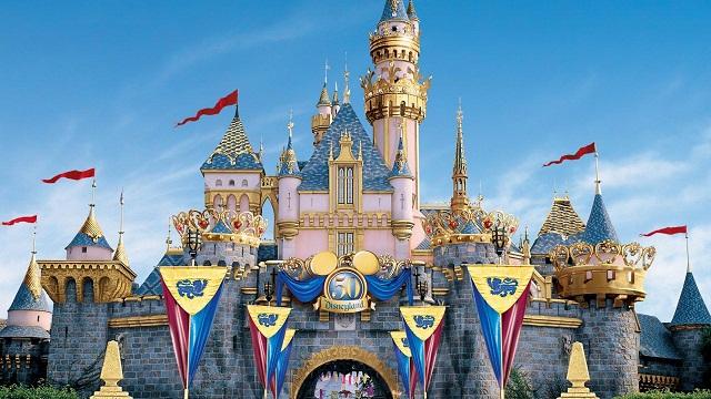 Xả stress tại khu vui chơi giải trí Disneyland Hong Kong