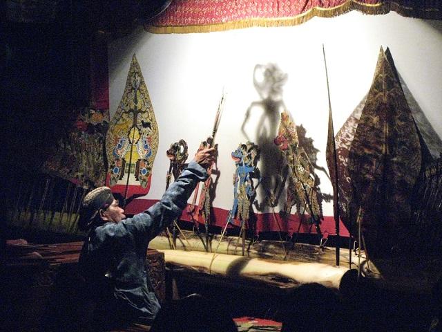 Thú vị nghệ thuật múa rối bóng ở Indonesia