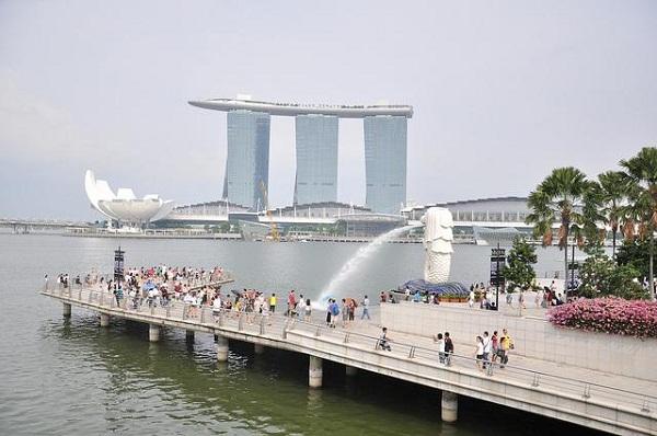 Khám phá bức tượng ngư sư biểu tượng của Singapore