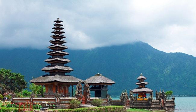 Ngôi đền thờ cổ kính ở Bali