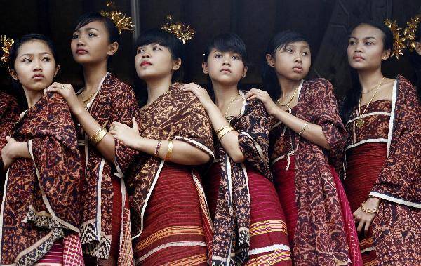 Những trang phục nhuộm Batik truyền thống của các cô gái Bali trong ngày lễ hội