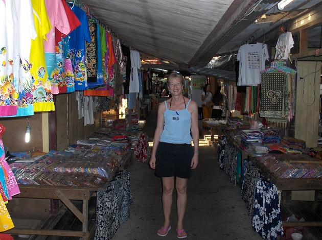 Một cửa hàng quần áo tại làng Ko Panyi
