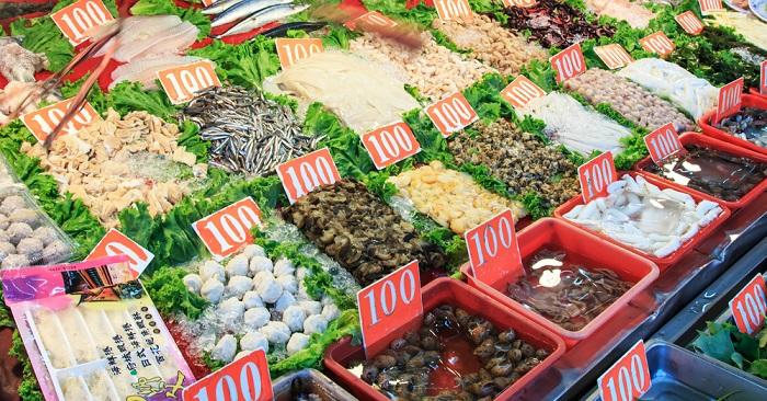 Khi đến thành phố Cao Hùng, du khách đừng quên thưởng thức những món ăn tươi ngon đựơc chế biến từ hải sản tươi sống ở quận Kỳ Tân