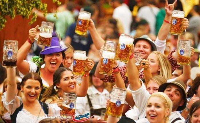 Tham gia vào lễ hội bia ở Munich