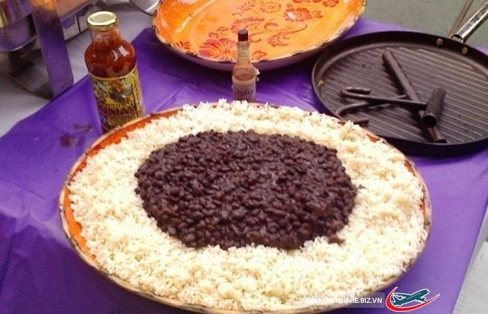 Món cơm đậu đen của người Cuba