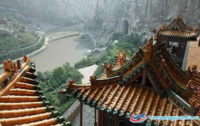 Cảnh quan ở chùa Huyền là có một không hai