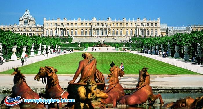 Sự đồ sộ của Cung điện Versailles