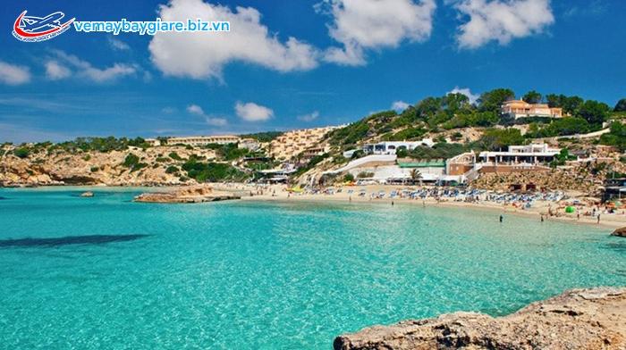 Ibiza e ấp bên bờ Địa Trung Hải