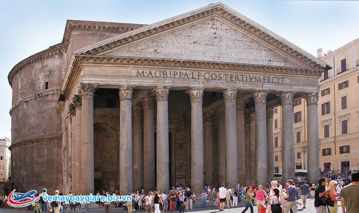 Đền Patheon sừng sững ở Rome