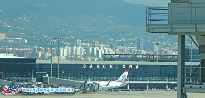 Đến Barcelona bằng máy bay rất dễ dàng