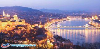 Con sôngDanube chia Budapest thành đôi nửa