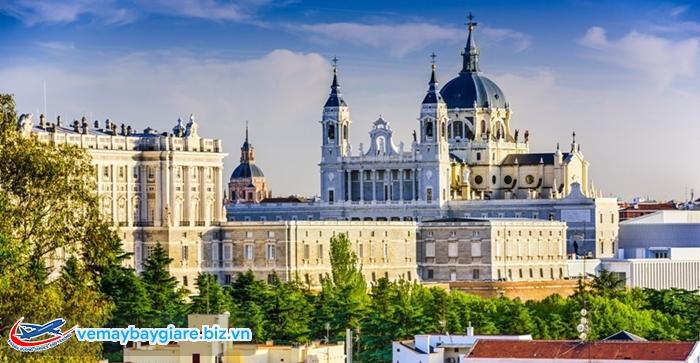 Tháng 4;5 và tháng 9;10 là thời điểm đẹp nhất để đến Madrid