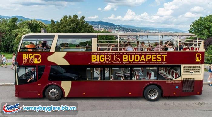 Chiếc bus 2 tầng này sẽ đưa bạn đi thăm những địa điểm nổi tiếng nhất của thành phố