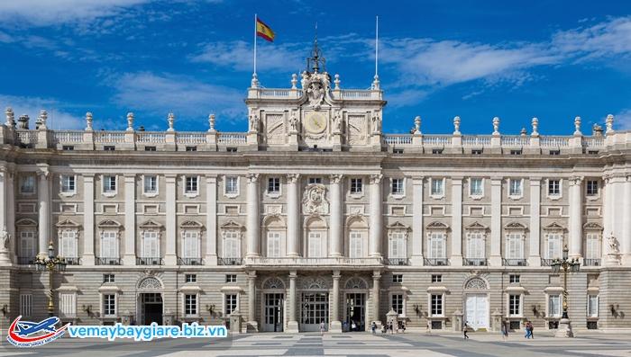 Nét nguy nga của Cung điện Hoàng Gia