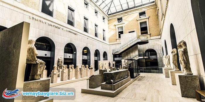 Phòng trưng bày bên trong National Archaeological Museum